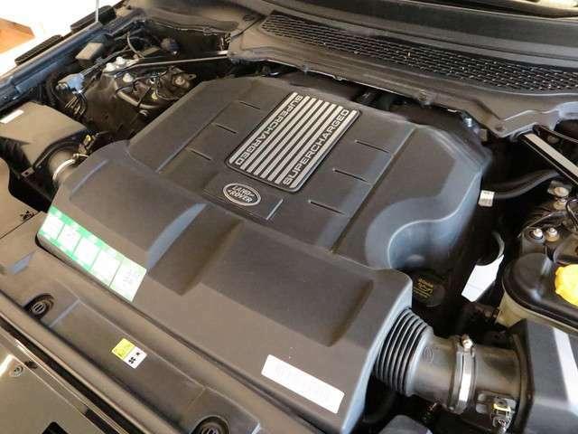 8速オートマチックトランスミッション「5L V8気筒直噴スーパーチャージドエンジンを搭載。トランスミッションは、8速オートマチックを搭載しております。」