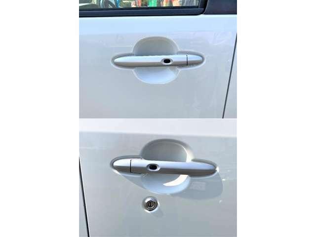 スマートキー付き!(鍵はポケットに入れたまま、ドアのボタンを指でタッチするだけで、ドアの開け閉めが出来ます。お買い物で両手がふさがっているときや、雨の日に大活躍しますよ!)