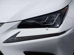 オプションの【三眼LEDヘッドライト】付き!見た目も格好良く、自動でハイビームをアシストしてくれる「アダプティブハイビームシステム」も付いております!