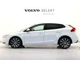 18インチスペシャルデザインアルミ/専用T-Tecテキスタイルコンビシート/フロントシートヒーター/ミルドアルミニウムパネル/パドルシフト等特別な装備を誇る特別仕様車です。