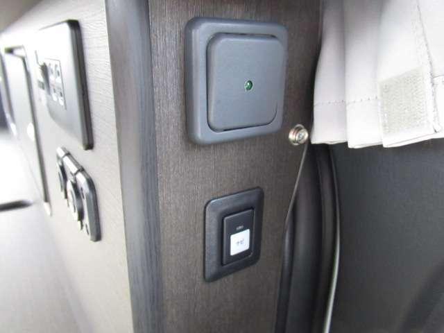 メインスイッチにサブバッテリー切替スイッチ付き!!これでエンジン停止じにもテレビ視聴可能!