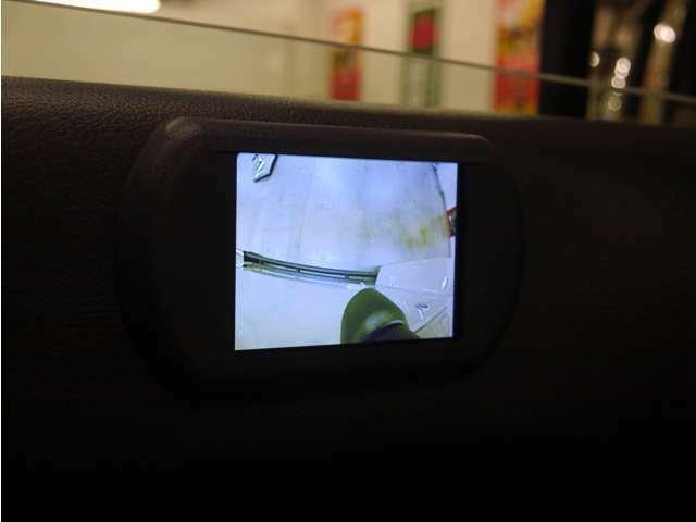 「サイドカメラ」特に死角が多い車体横側の確認が出来ます!