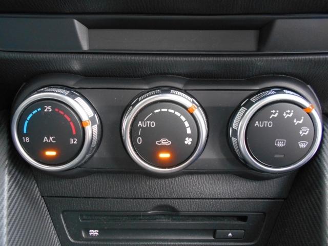 使いやすく見た目もスポーティな3連ダイヤル式スイッチのフルオートエアコンを装備しています!十分な容量がありますので1年を通して室内を快適な温度に保ってくれます!