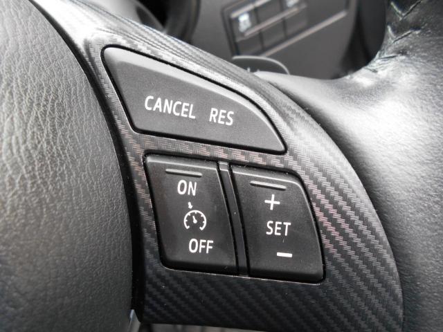 アクセルを踏まなくても設定した速度で走行可能なオートクルーズコントロールを装備しています!高速道路を使ったロングドライブでもステアリング操作に集中できます。ブレーキやシフト操作でも解除可能です!