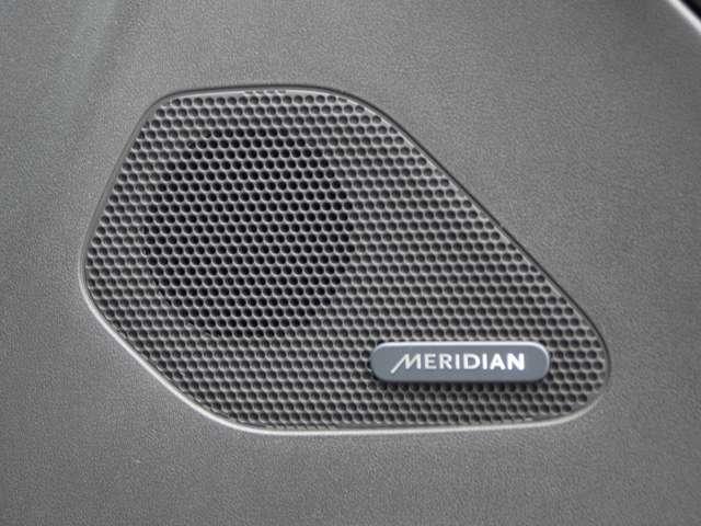 英国音響ブランドMERIDIANの上質なシステムで快適なドライブをお楽しみください。