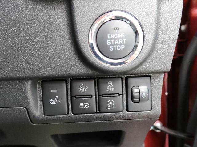 スマートキ―対応の車なので、キーを鞄の中に入れていてもエンジンをかけることができます。