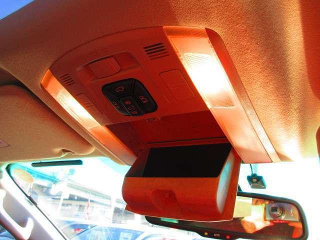 室内灯 車内を明るく照らします。