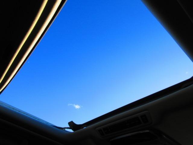 サンルーフ 車内が明るくなり爽快感溢れます☆