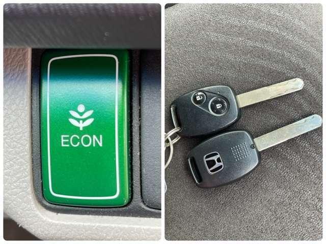 低燃費で走行できるECONモードと暗くなっても鍵穴を探す必要がなく、鍵穴まわりも傷つくことのないキーレスを装備しています^^