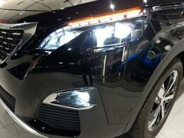 フルLEDヘッドライト、LEDフォグランプを標準装備