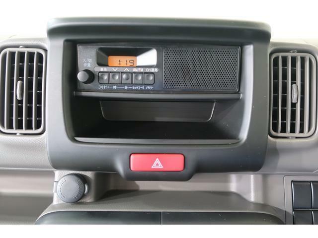 時計機能付きのAM/FMラジオです。スピーカーは一体式です。