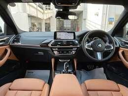 BMWの運転席はドライバーオリエンテッドという構造を採用。ドライバー目線の操作がしやすい設計になっており、ドライブ中にも目線の移動が少なく運転中にも簡単に操作ができます。