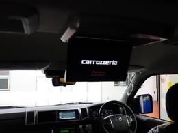 カロッツェリアフリップダウンモニターも装着済みなので後席の人も退屈せずにドライブをする事が出来ます♪