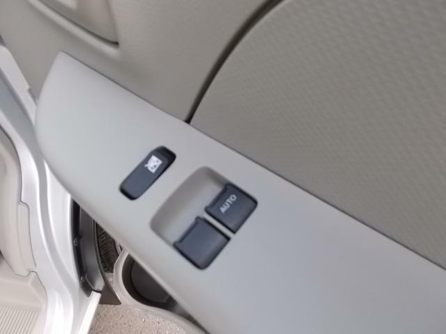 パワーウィンドースイッチ☆運転席と助手席の窓の開閉はスイッチでできるので走行中の室内の換気もすぐできますね☆コインパーキングの出庫時の料金支払いもスムーズです!
