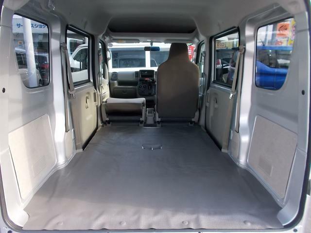 助手席を前に倒すとカーペットなどの長尺物も余裕で積めますよ☆
