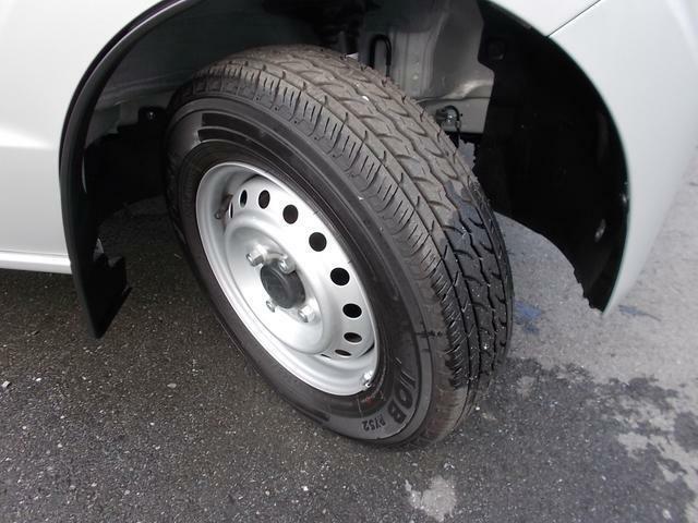 タイヤ溝はまだまだタップリ残っていますからこれからお仕事頑張れます☆