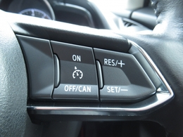 高速道路などで設定した速度で一定のスピードでアクセルを踏まなくても走行してくれる便利な装備♪クルーズコントロール付いてます☆