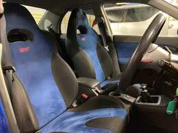 ★運転席シートもSTI仕様でデザイン性があります★
