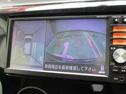 前後と左右のドアミラーに取り付けられたカメラの映像を、上から見下ろしたかの様に加工して、車庫入れをサポートする「アラウンドビューモニター」を採用しております♪