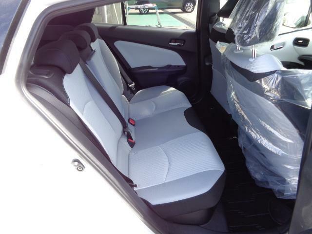後席は、クッション性の最適化や着座時の接触面積の拡大により、前席同様の優れた座り心地を実現