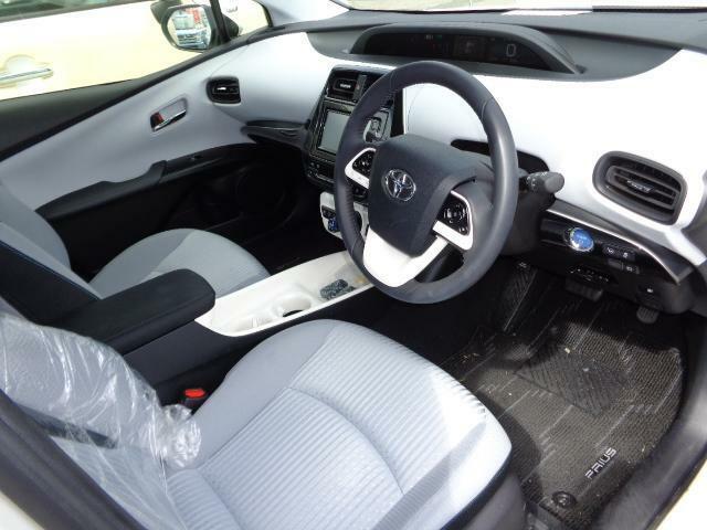 フロントシートは、シート内のバネ特性の最適化を図り、腰や筋肉への負担が少ない骨盤角度を採用し、長時間のドライブ時の乗員への負担を軽減してくれます