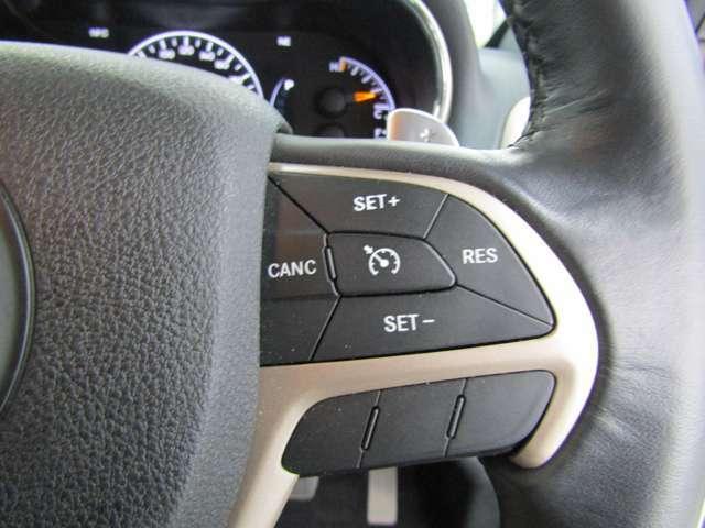クルーズコントロール♪高速道路などで一切アクセルペダルを踏まずに一定速度でのクルージングが可能になります!!長距離ドライブの心強い味方ですね♪