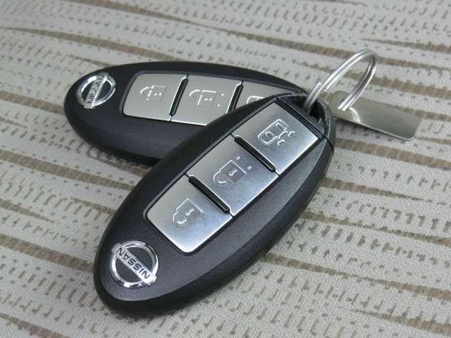 インテリジェントキーです。イモビライザー(盗難防止装置)が装備されています。オートスライドドアの開閉操作も可能です。