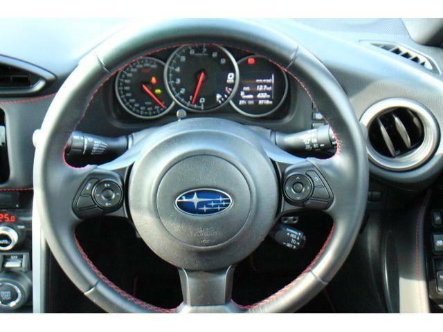 車両のさまざまな情報をメーター内ディスプレイに表示!運転中でも視認しやすく情報を直感的に把握する事ができます!