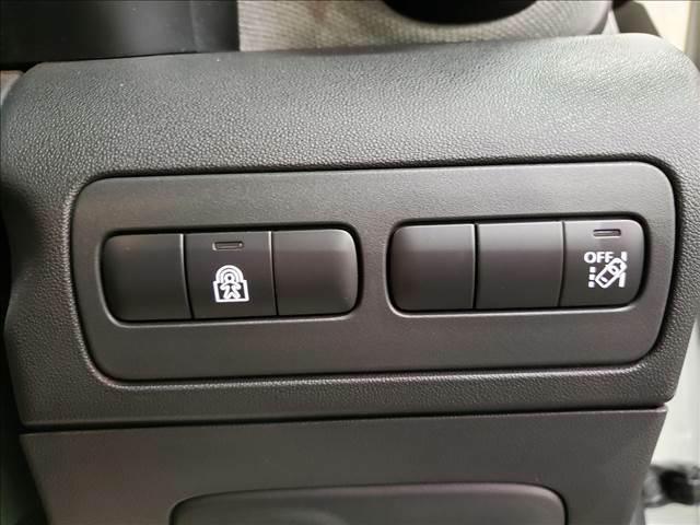 車線逸脱防止システムでロングドライブの疲れにも安心な装備!