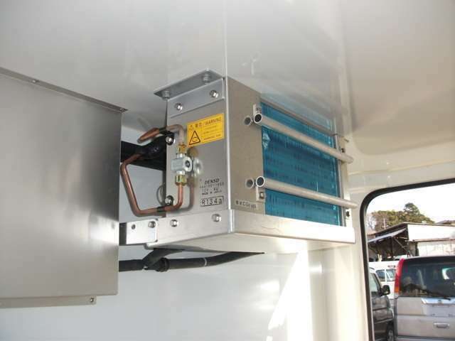デンソー製冷凍機です。