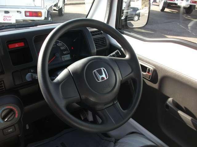 運転席エアバック、パワステで操作も楽々です。