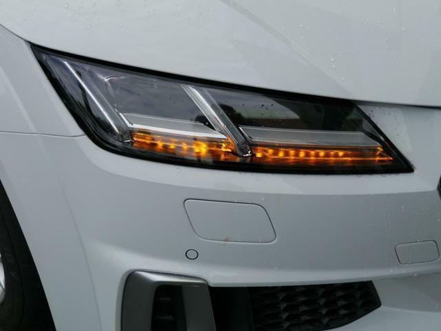 LEDヘッドライト装着で夜間の道も明るく照らします。