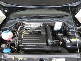 運転のし易さと駐車場制限等の理由から人気のある5ナンバーサイズポロは、最終モデル特有の充実した装備がポイントです。