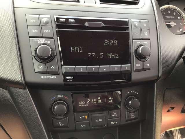 純正オーディオ+オートエアコンで車内か快適!ナビへの交換も承っています!
