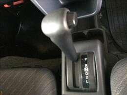 使い易いフロアAT仕様です。初心者や女性でも簡単に運転が可能です。もちろん、パワーステアリングも付いています。★☆★☆★