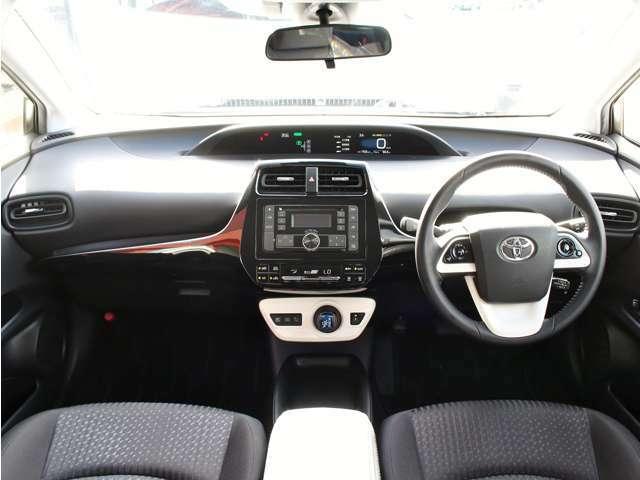 ☆運転席パネル☆インパネ周りがスッキリしてますのでスイッチ操作がしやすいです。