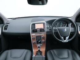 最終型特別仕様車XC60クラシックを認定中古車でご紹介!特別装備のサンルーフは解放感抜群。是非解放感溢れる爽快なドライブをご体感ください。内外装ともに状態も良好。是非ご覧にお越しくださいませ。