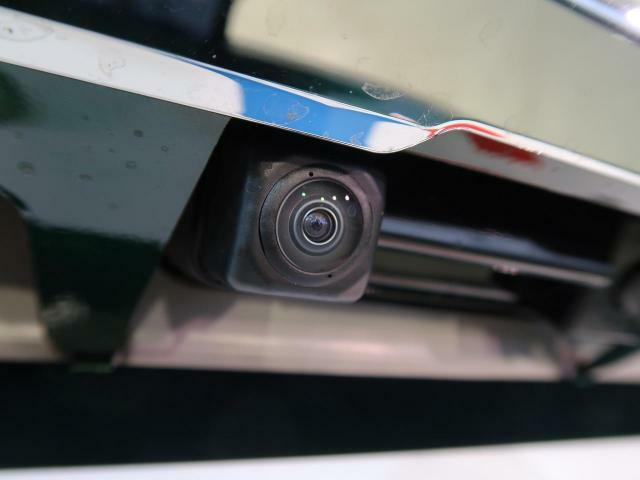 【バックカメラ】シフトをRにいれると自動的に画面が切り替わり、後方の様子が映ります。自動車には必ず死角があります。だからこそ必須な装備♪