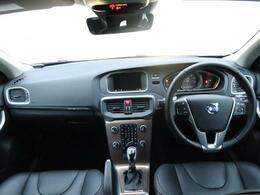 V40クロスカントリーT5AWD SEが大分に入庫しました!オフロードにも対応したモデルで、高性能のエンジンとAWDで通常のV40よりもスポーティーな走りをご体感いただけます♪♪♪