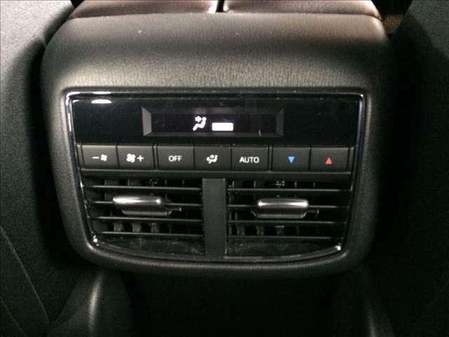 後部座席にもエアコンがついてるので同乗車の方も快適です♪