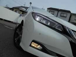 ナイトドライブを、明るく安全に照らしてくれる、純正LEDヘッドランプ&フォグランプ!!
