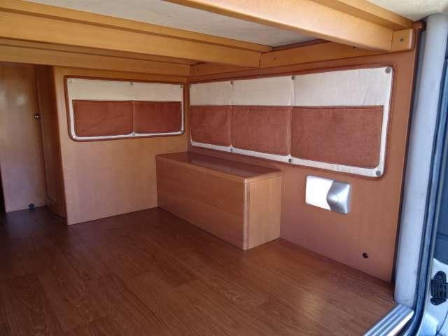 ベッド下には収納スペースが確保されており、荷物の出し入れも簡単です☆