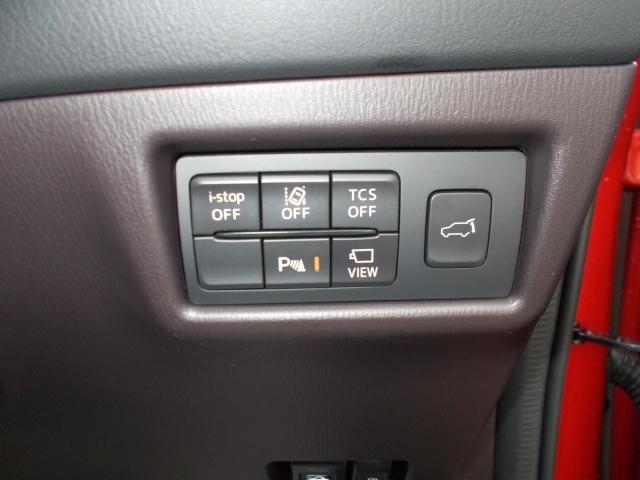 車線逸脱センサーや斜め後方からの車の接近をお知らせしてくれる装備が付いてます!車線逸脱はハンドルサポート機能も付いておりバック時の衝突軽減ブレーキも装備!