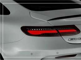 人気の外装色オブシディアンブラックにC43専用AMGスタイリングパッケージ&専用19インチアルミホイールが迫力有るエクステリアを演出!!