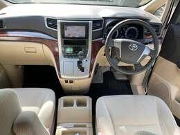 運転席周りは高級感のあるデザイン性!
