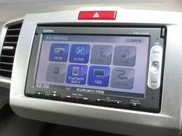 ナビゲーションはギャザズメモリーナビ(VXM-155VSi)を装着しております。AM、FM、CD、DVD再生、Bluetoothがご使用いただけます。初めて訪れた場所でも道に迷わず安心ですね!