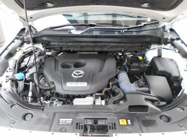 パワフルでなめらかな加速により、余裕ある走りを楽しめます。4.0L V8自然吸気ガソリンエンジン並みの力強いトルクと、意のままにクルマを操れるリニアな加速レスポンスを発揮します。
