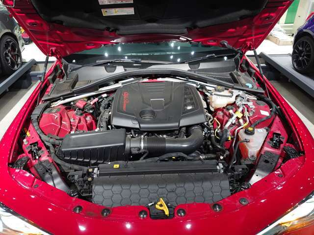 280ps(カタログ値)を発揮する2.0Lガソリンエンジンが情熱的なパフォーマンスを実現。