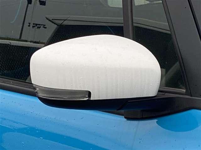 遠くからでも見やすいターンランプ付きドアミラー付です。周囲の車のドライバーからもどっちに曲がるか一目瞭然ですよね。