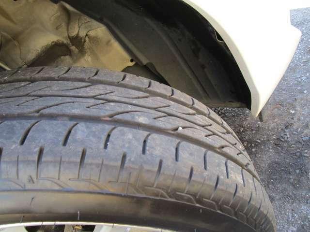 タイヤの溝はまだあるのでそのまま走行していただけます。